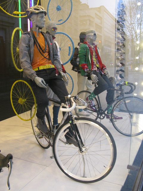 topshop-bicycle-window-2