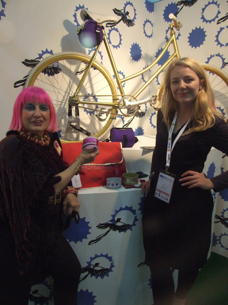 Zandra Rhodes visits the Cyclodelic stand